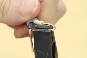 電線で輪っかを作る