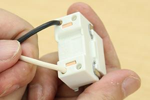 埋込連用タンブラスイッチと電線の結線