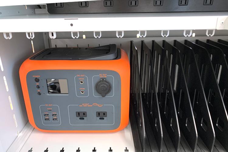タブレット充電保管庫 小物機材の収納
