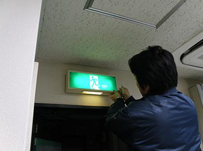 誘導灯バッテリー交換例1