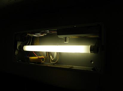 誘導灯バッテリー交換例2